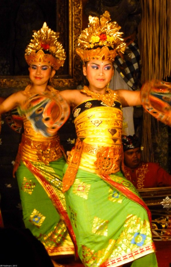 2 dancers