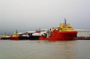 orange boat(s)